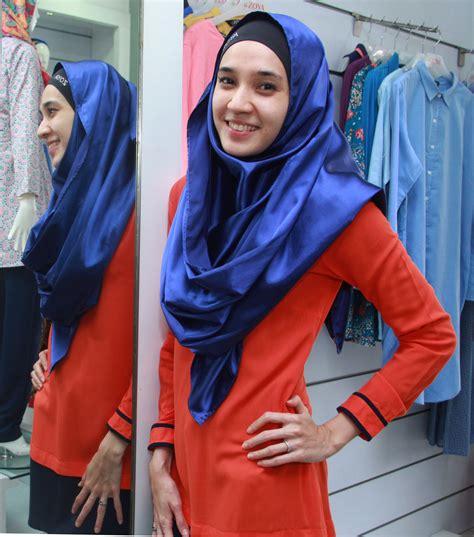 membuat usaha hijab pilih berhijab dhini aminarti hati aku jauh lebih tenang
