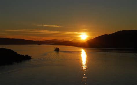 Midnight Sun file midnight sun in finnsnes jpg wikimedia commons