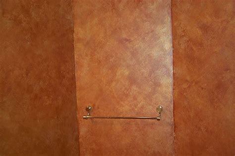 tecniche per imbiancare pareti interne pareti effetto spugnato pitturare dipingere pareti con