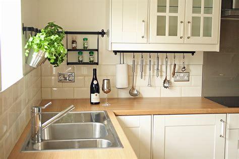 cream kitchen tile ideas how to tile bathrooms or kitchens using metro or subway
