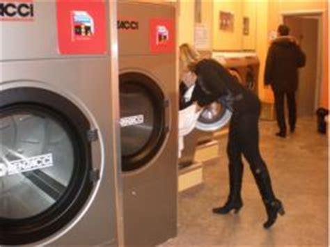 lavanderia a gettoni pavia lavanderia a gettoni e lavanderia self service chiamaci