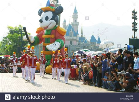 imagenes html float giant mickey mouse float during parade fantasyland hong