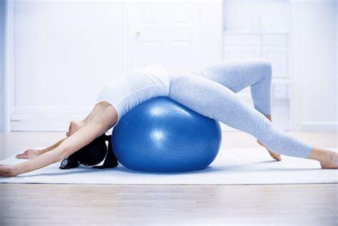cuscino per coccigodinia dolori al coccige esercizi e pose per alleviarli