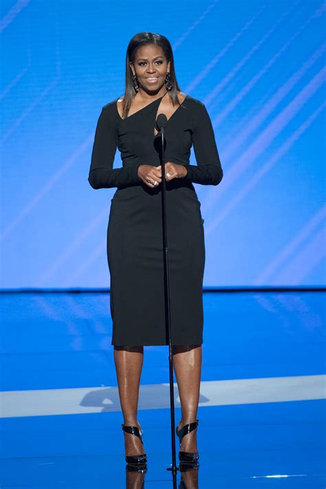 michelle obama photos michelle obama returns to our lives in cushnie et ochs at