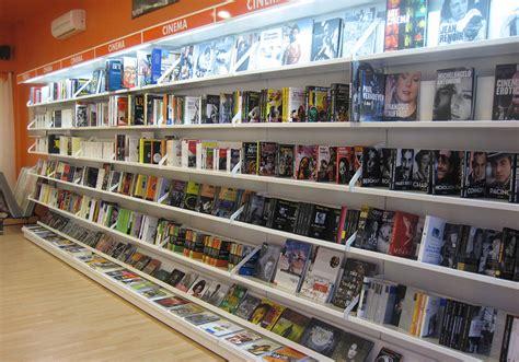libreria viale europa neon europa 0024 arredamento libreria neon europa neon