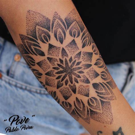 tattoo mandala dotwork mandala dotwork povetattoo tattoo tatuaje veneno