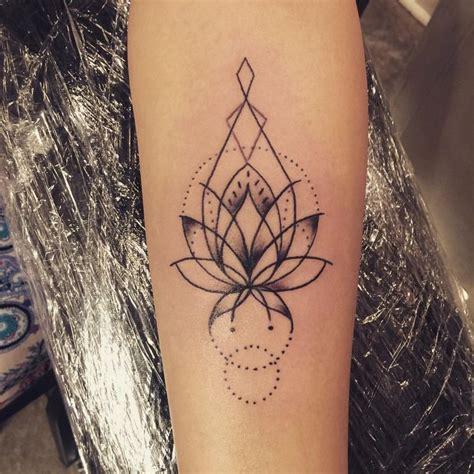henna style lotus tattoo best 25 lotus henna ideas on henna flower