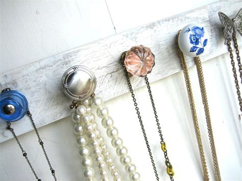 Door Knob Necklace Holder by 9 Uncommon Ways To Decorate With Vintage Doorknobs