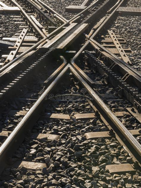 treni a cremagliera ferrovia a cremagliera dell incrocio immagine stock