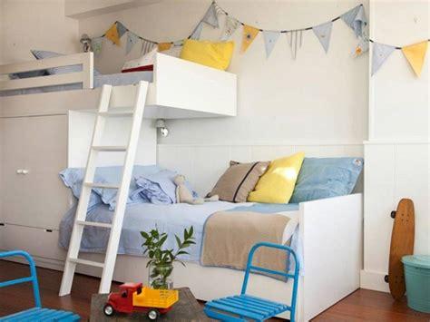 habitaci 243 n para dos hermanos en tonos blancos azules y