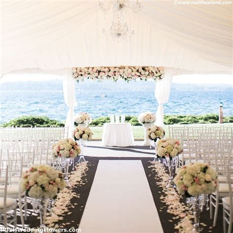 Wedding Aisle Decor: Flowers to Decorate Your Walk Down