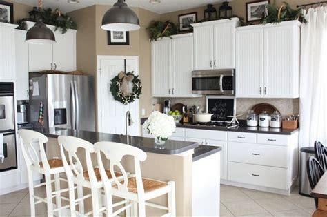 rustic decorating above kitchen cabinets decolover net 111 best kitchen decor images on pinterest kitchen decor