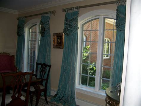 curtains for bay window seat 1000 images about curtains window treatments on