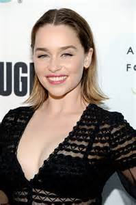 emilia clark emilia clarke refugee exhibit at annenberg space for