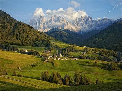 dolomite mountains dolomite mountain range italy travel europe pinterest
