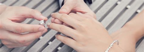 why are wedding rings worn on the left hand wordzz