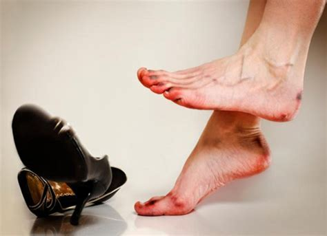 some harmful problems when wearing high heel shoes
