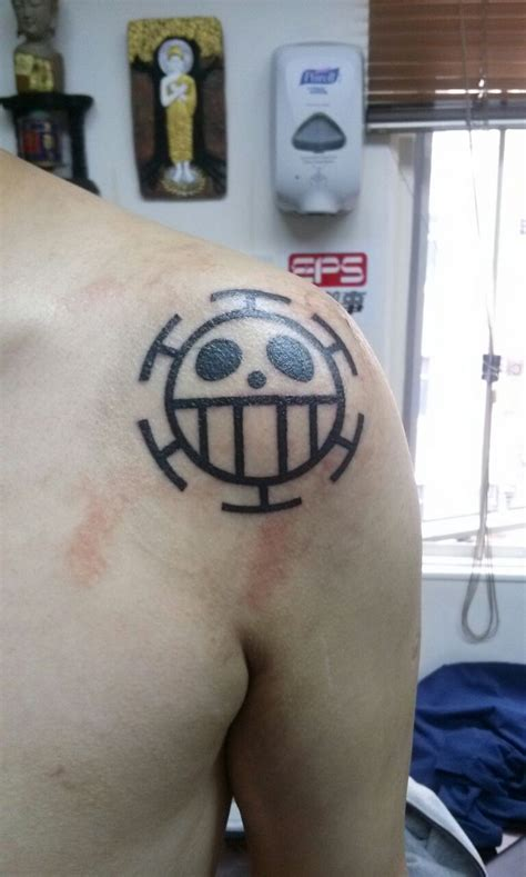 one piece pirate tattoo heart pirates jolly roger tattoo one piece tattoos