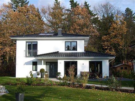 fertighaus kulmbach stadtvilla modern mit anbau emphit