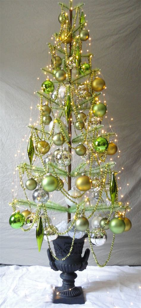 green goose feather christmas tree