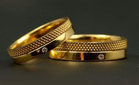 aneka cincin pernikahan medium