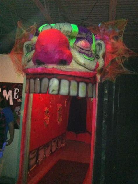 scary clown in bedroom 25 best ideas about halloween entryway on pinterest