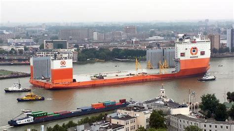 schepen in rotterdam groot afzinkbaar schip voor het eerst in rotterdam rtv