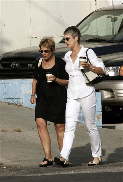actress cbell neve jamie lee curtis smoking learn more at pictures zimbio