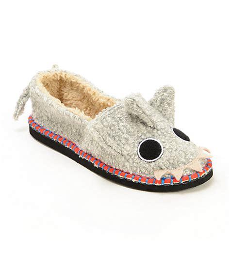 stash house shoes tigerbear republik beastie bestie shtoopid shark slippers zumiez