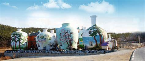 vasi strani il villaggio di vasi di ceramica giganti casa it