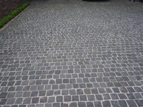 garageneinfahrt aus basaltpflaster 7 9 cm traumgarten