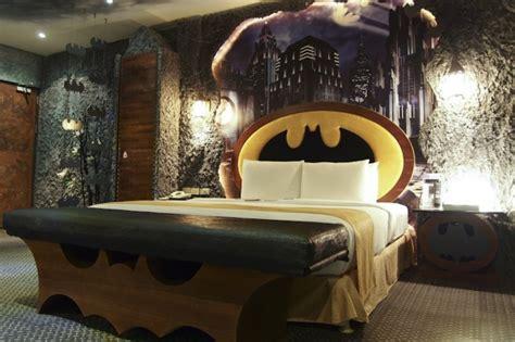 batman hotel room your batcave awaits batman themed hotel room is awesome ohgizmo