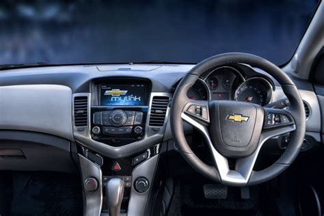 Chevrolet Cruze Infotainment System 2016 Chevrolet Cruze Facelift Launched In India