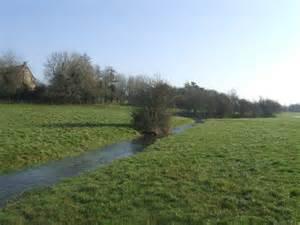 thames river flow river thames exceptional winter flow 169 john m cc by sa 2