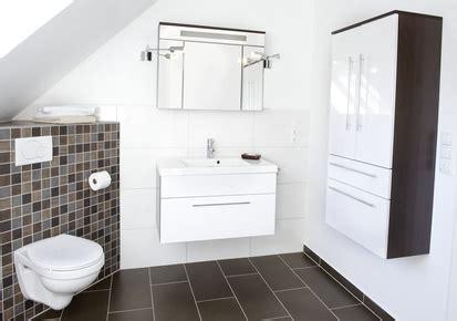 badezimmer spiegelschrank anbringen spiegelschrank im badezimmer aufh 228 ngen anleitung