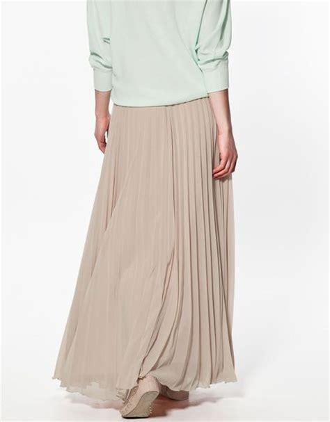 zara maxi pleated skirt in beige make up lyst