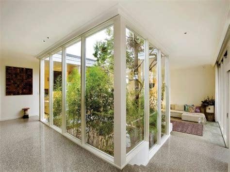 Exceptionnel amenagement cour interieure #1: petit-jardin-d-interieur-plantes-vertes-arbres.jpg