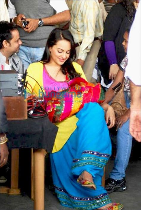 by bollywood hungama news network apr 30 2012 1405 ist check out ajay devgn and sonakshi sinha on the sets of