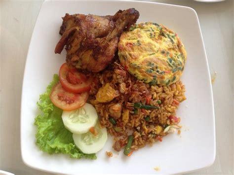 Nasi Ayam Goreng Goyang Lidah Paket Halal nasi goreng special picture of slimut lidah restaurant ubud tripadvisor