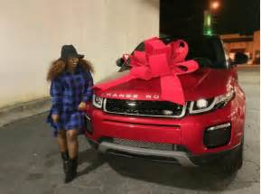lil wayne new car lil wayne gives a 2016 range rover evoque as she