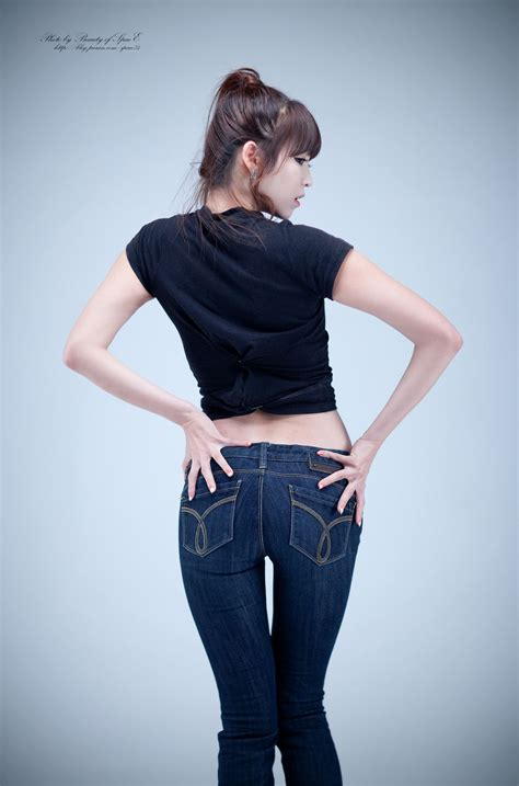 cute asian girl lee eun hye  black top  jeans