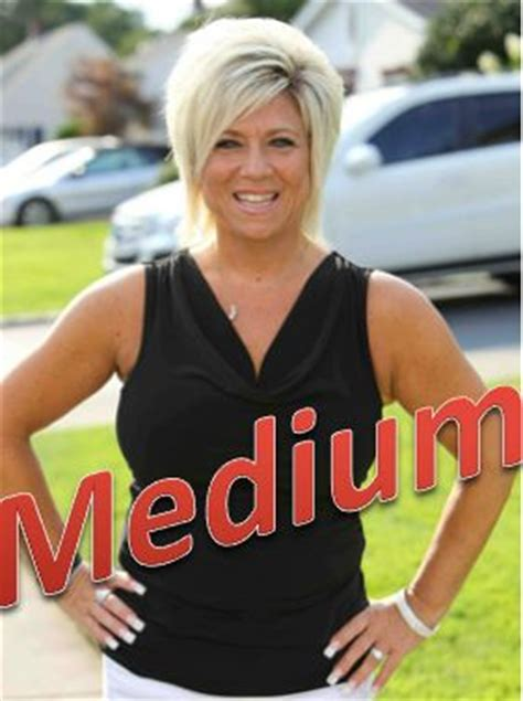 theresa caputo new hair theresa caputo hair what is theresa caputos hair spray