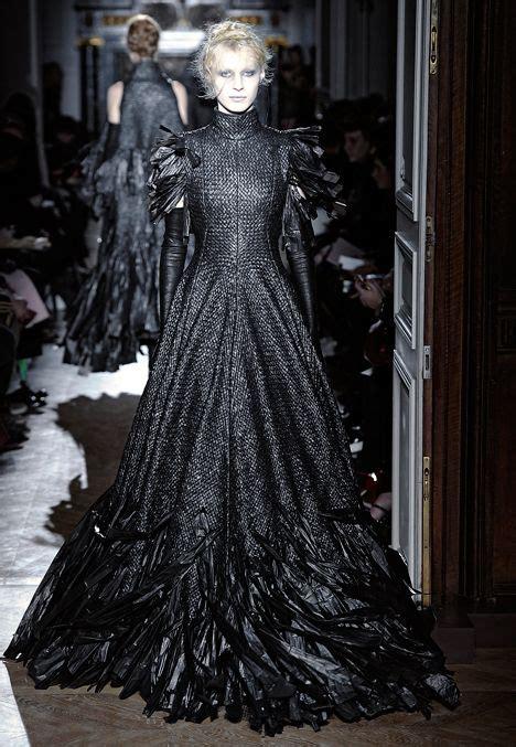 7 Top Uk Fashion Designers by Fashion Designer Gareth Pugh Sent Models The