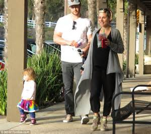 Fc Elsa New 4 Grey elsa pataky steps out with chris hemsworth and india