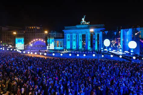 Feiern Zum Mauerfall by Mauerfall 2014 Lichtgrenze Zum 25 Jubil 228 Um In Berlin Home