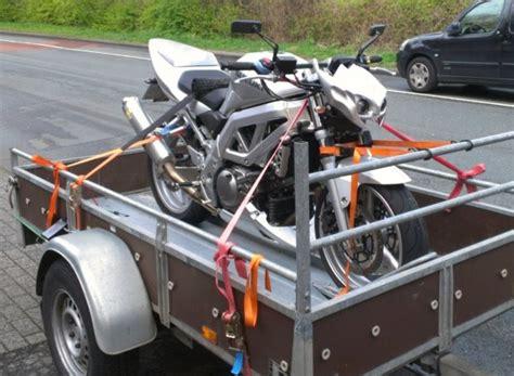 Motorrad Auf Anhänger Befestigen Bilder by Motorradtransport Biete