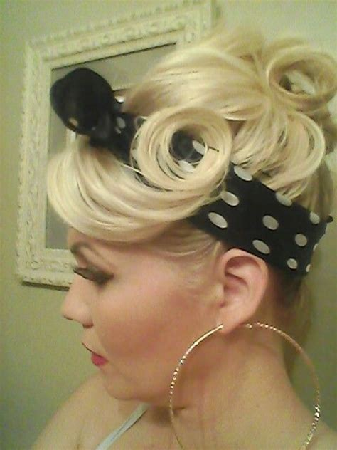 Pin Up Hairstyles With Bandana by Pin Up Hairstyle With Black And White Bandana Pin Up