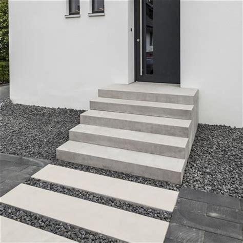 hauseingang treppe betoline blockstufe stufen und treppen f 252 r garten und