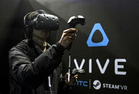 Htc Vive Reality Garansi 1 Tahun htc set to release vive reality headset for 799 the seattle times