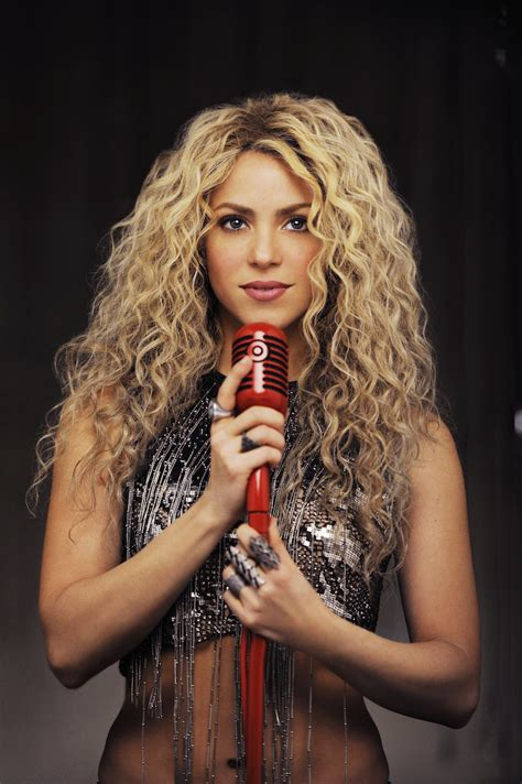 lipstick wore by shakira on commercial behind the scenes details of shakira s new target commercial